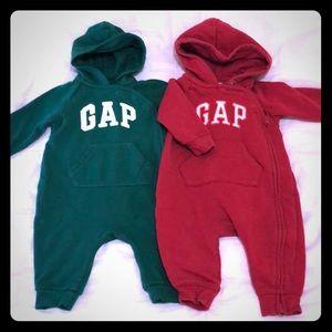Gap baby 3-6 mth hoodie onesies red / green